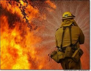 Fuego en San Germán destruye vehículos de ex juez