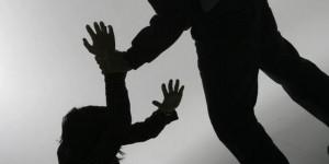 Pareja involucrada en incidente de violencia doméstica después de tomarse 4 canecas de ron