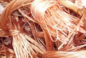 En serios problemas guardián sorprendido hurtando cobre