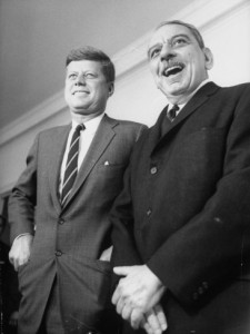John F. Kennedy junto al gobernador Luis Muñoz Marín durante su visita a la isla en 1961.