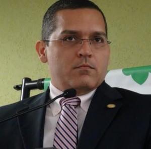 "Acusan a Acevedo Vilá de ""copiarse"" de Romero Barceló"