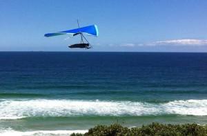 """Buscan hombre que se accidentó en """"hang glider"""" frente a costa de Isabela"""