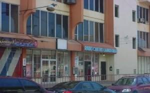 Le dan golpiza y acuchillan joven frente a condominio Radio Centro en Mayagüez