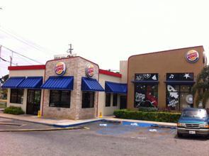 Asaltan mujer mientras comía en el Burger King del Aguadilla Shopping Center