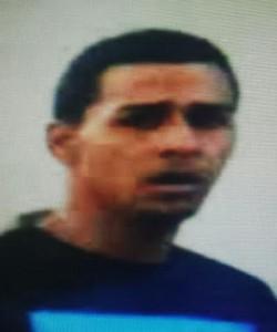 Policía busca a este sujeto como sospechoso de varios atracos en Mayagüez