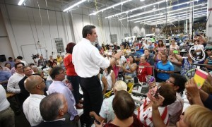 Revelan que García Padilla dio mensaje en fábrica de Cabo Rojo acusada de abuso laboral, discrimen por género y acoso sexual