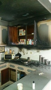 Bomberos auxilian a menor  que inhala humo accidentalmente en su hogar.