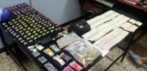 Sorprenden dos sujetos con drogas frente al Correo de Mayagüez