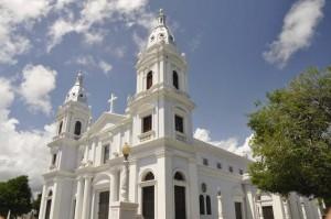 Se llevan los chavos de las ofrendas de la Catedral de Ponce