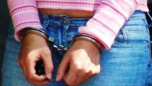 Acusan mujer por violencia doméstica en Moca