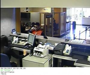 Buscan sujeto que el sábado asaltó Banco Popular en Manatí