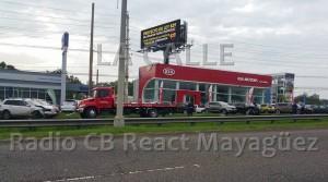 """Menor se lleva """"enredados"""" 15 carros nuevos Hyundai y Kía en accidente en Mayagüez"""