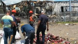"""Se quedan esperando por presunto """"dueño"""" de pirotecnia que estaba en almacén quemado en Hormigueros"""