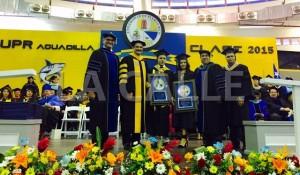 Entrega del Gran Premio del Rector, durante la graduación de la UPR de Aguadilla (Suministrada UPRA).