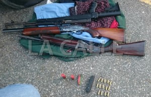 Rifles ocupadas dentro de una guagua estacionada en La Parguera (Suministrada Policía).