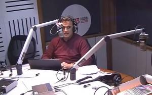 """""""Nervios de acero"""" frente a un micrófono durante terremoto de Chile (Vídeo)"""