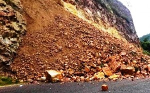 Reportan derrumbes y deslizamientos en Moca e Isabela