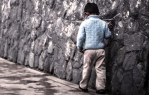 Encuentran esta mañana a niño de 5 años caminando solo por la carretera 107 de Aguadilla