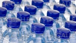 """Se convierte en ley cambio de refresco por agua en """"combos"""" de comidas"""