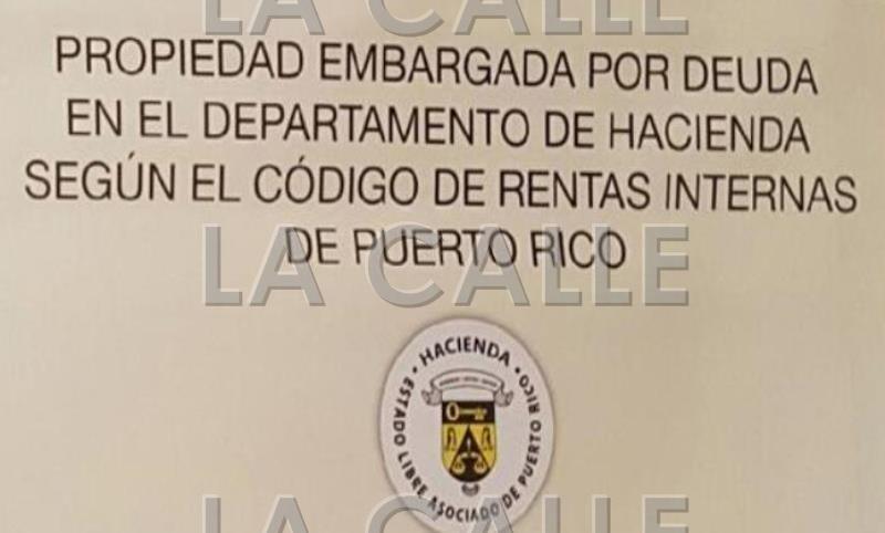 Letrero que el Departamento de Hacienda coloca frente a los negocios embargados.