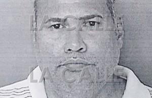 Acusan agente por amenazar de muerte a su esposa en Sabana Grande