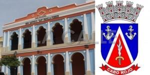 Casa Alcaldía de Cabo Rojo y su escudo municipal (Archivo).