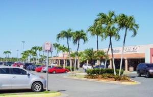 Vista de parte del centro comercial Plaza Isabela (Archivo).