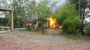 El fuego dejó más de $100 mil en pérdidas (Foto Luis Ojeda Torres).