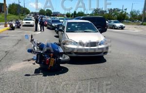 """Vehículos involucrados en el accidente en el que un policía resultó seriamente lesionado en Mayagüez. Haga """"click"""" sobre la imagen para ampliarla (Suministrada Policía)."""