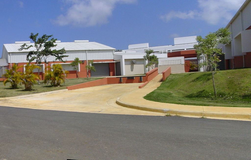 Escuela Superior Vocacional Heriberto Dómenech de Isabela (Archivo).