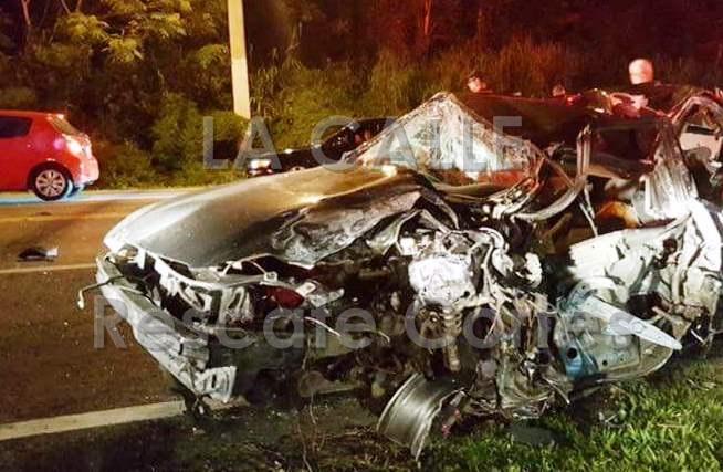 Uno de los vehículos involucrados en el accidente ocurrido el sábado en la noche en San Sebastián (Foro Rescate Cortés).