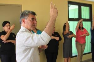 Empleados municipales de Isabela se adiestran en lenguaje de señas