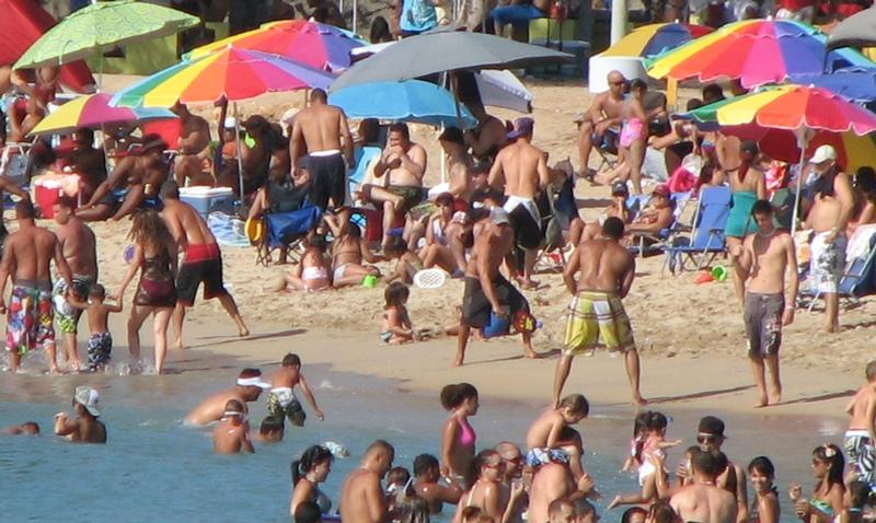 Como todos los veranos, las playas, ríos y lagos de la Isla, reciben la visita de multitudes (Archivo).