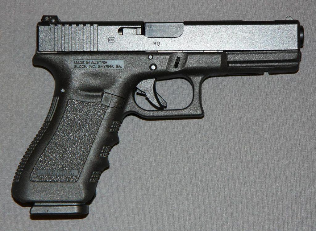Una pistola de este mismo modelo, fue hurtado en el estacionamiento del Walgreens que está frente al Mayagüez Mall (Archivo).