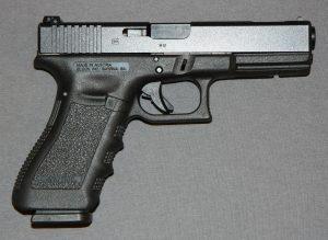 Roban un arma en el estacionamiento de Walgreens frente al Mayagüez Mall