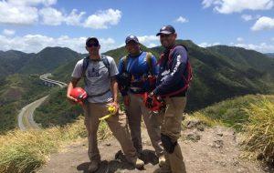Aumentan vigilancia en la PR-52 para evitar que personas se estacionen para subir al Cerro de los Cielos