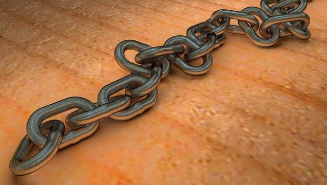 El joven se quitó la vida ahorcándose con una cadena.