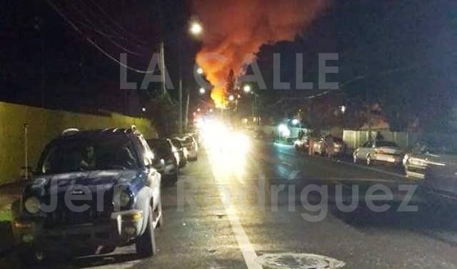 La magnitud del incendio ocurrido en Aguada (Suministrada por Jerry Rodríguez).