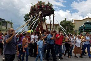 Peregrinos llegan a Hormigueros con motivo del Día de Nuestra Señora de Monserrate (Fotos)