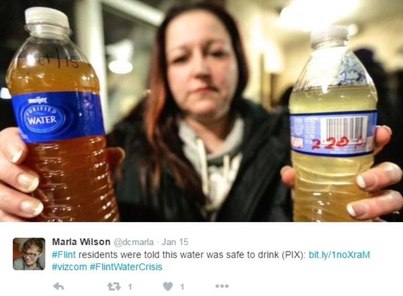 """Ejemplo del agua que se dijo era """"apta para consumo humano"""" (Marla Wilson/Twitter)."""