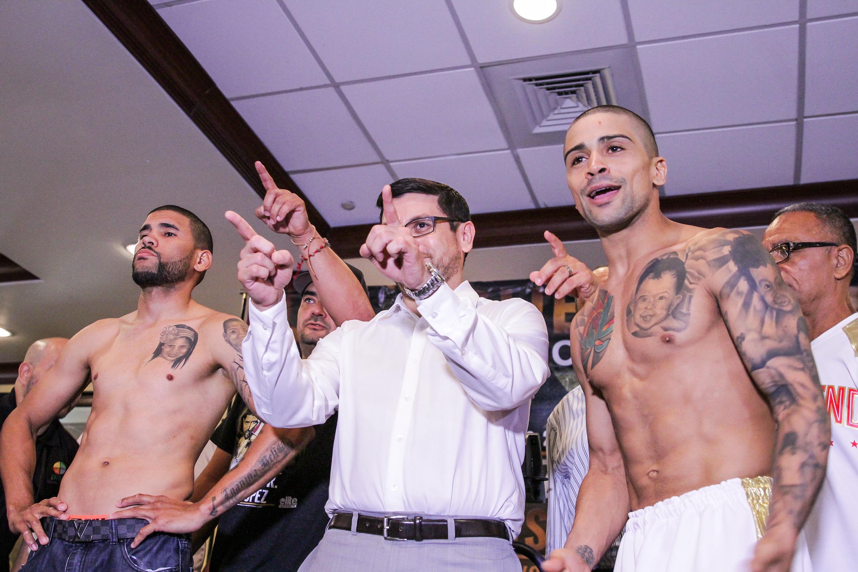 Momento del pesaje previo al combate entre López y Vázquez (Foto por Misael Rodríguez / Black Tiger Promotions).