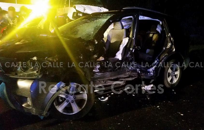 Así quedó la guagua Toyota Rav 4 involucrada en este accidente fatal (Foto Rescate Cortés).