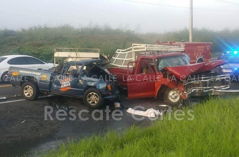 Escena del accidente ocurrido en la carretera 111 de Moca (Foto Rescate Cortés).