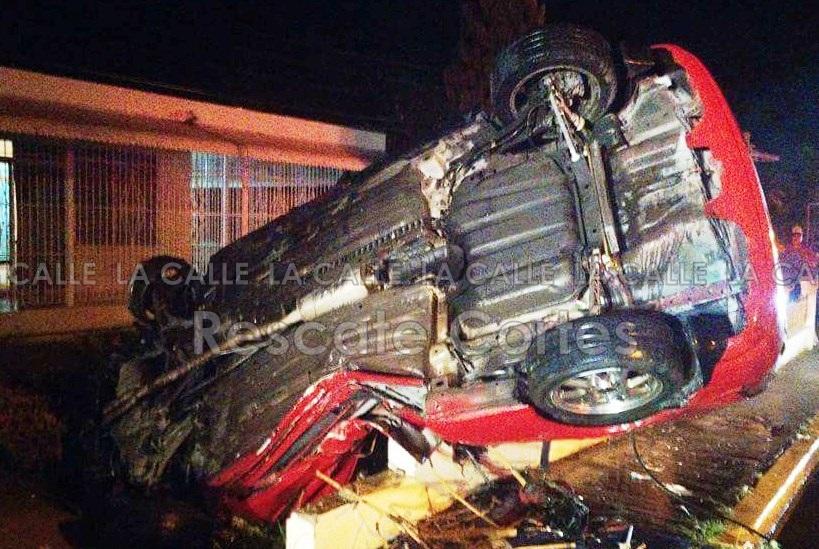 Escena del accidente ocurrido en la madrugada de Navidad en Rincón (Foto Rescate Cortés).