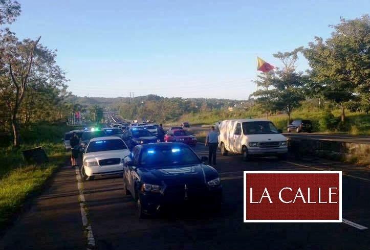La congestion de tránsito que se produjo a raíz del accidente fatal ocurrido en la carretera PR-2, en Aguada (Suministrada/Alexander Mejías González).