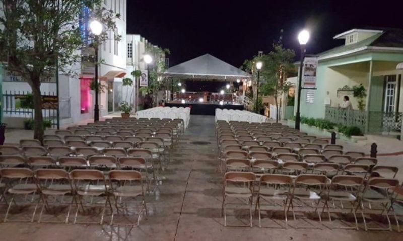 Ya está listo el escenario de la toma de posesión del alcalde Pedro García (Foto Twitter/Alcalde Pedro García).