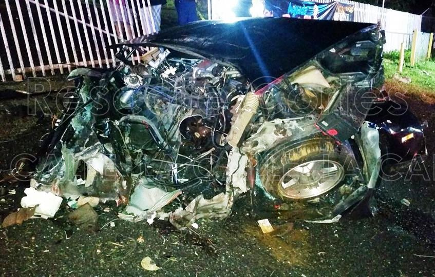 Así quedó el Camaro involucrado en el accidente fatal ocurrido en Aguada (Foto/Rescate Cortés).