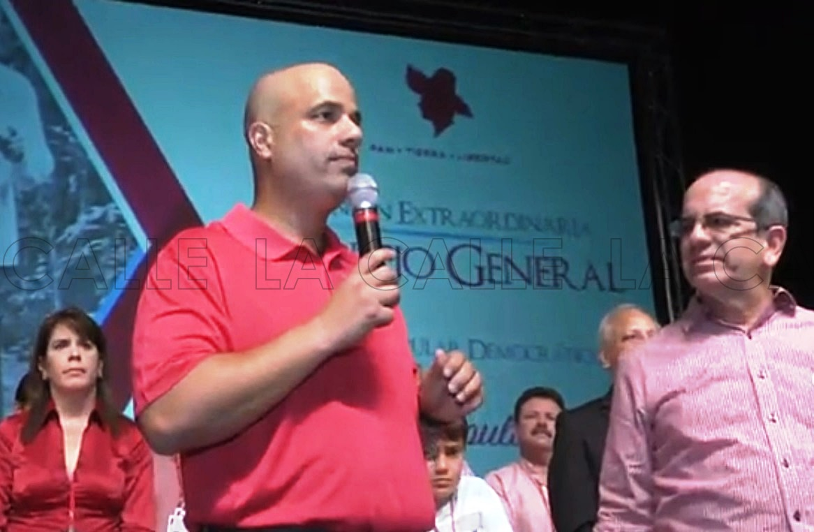 El nuevo presidente del PPD, Héctor Ferrer, le pidió a Acevedo Vilá que encabezara los esfuerzos del plebiscito del 11 de junio (Captura de Pantalla/Vídeo PPD).