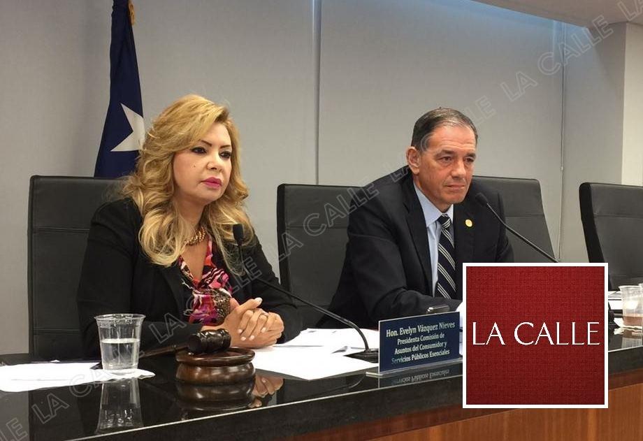 La senadora Evelyn Vázquez, acompañada por el también senador Henry Neumann (Suministrada).