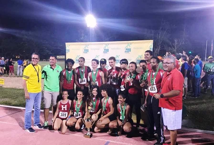 Equipo masculino y femenino de la escuela superior Segundo Ruiz Belvis de Hormigueros, que participó en los Poly Relays 2017 (Suministrada).